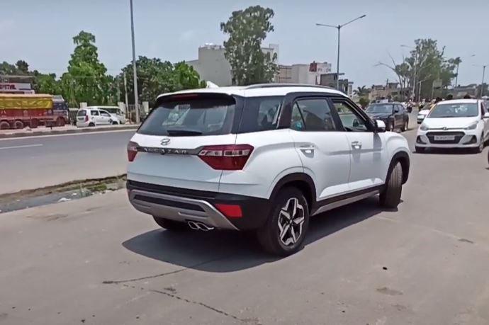 Hyundai Alcazar 1st real image rear side view white