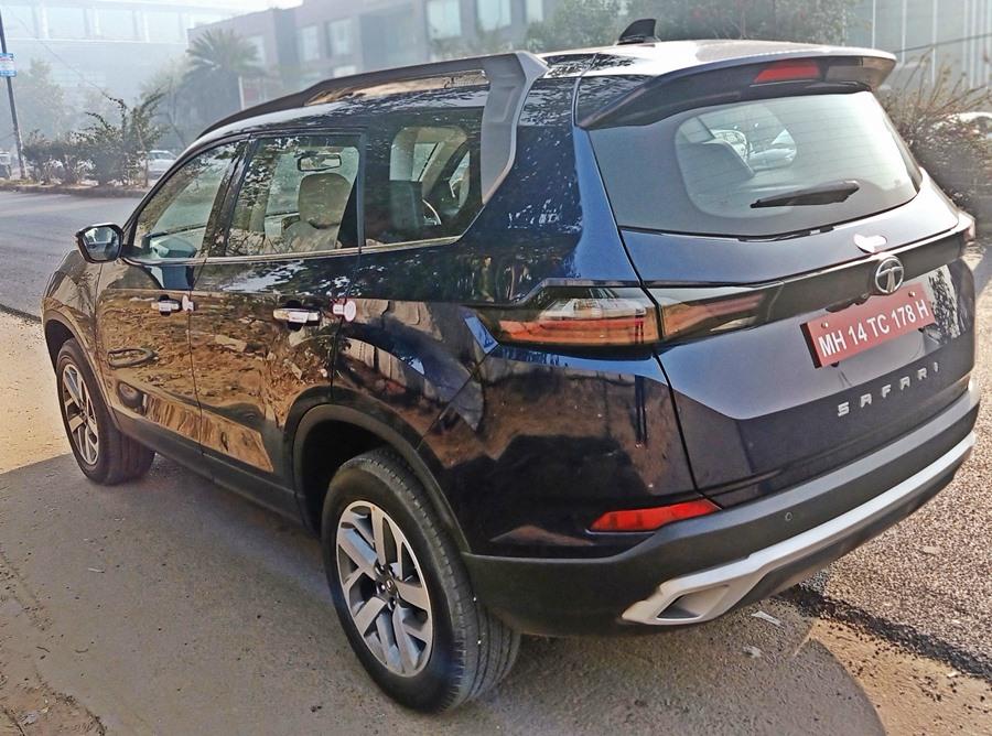 2021-tata-safari-rear-blue