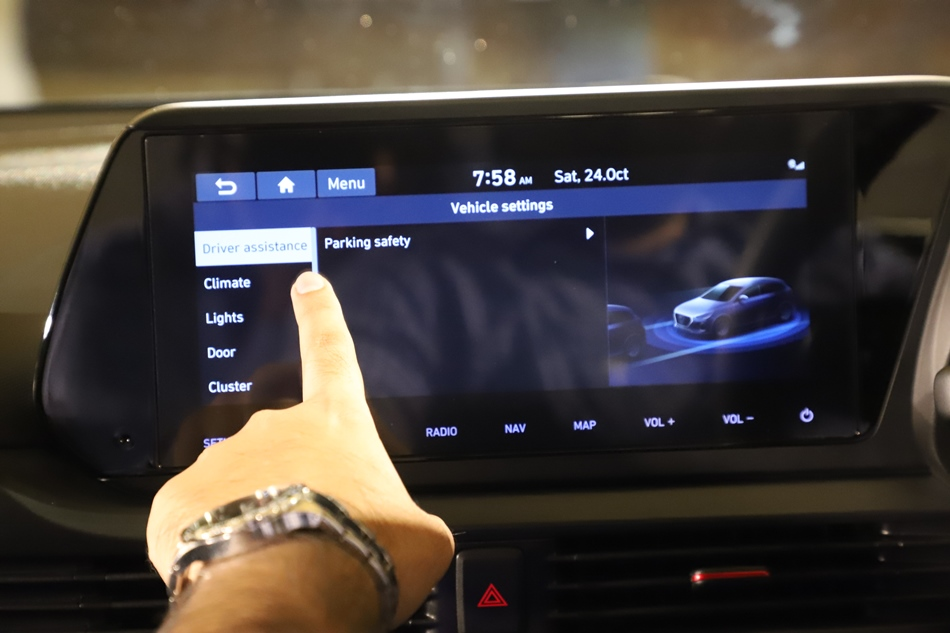 touch-screen-infotainment-system-with-android-auto-apple-carplay