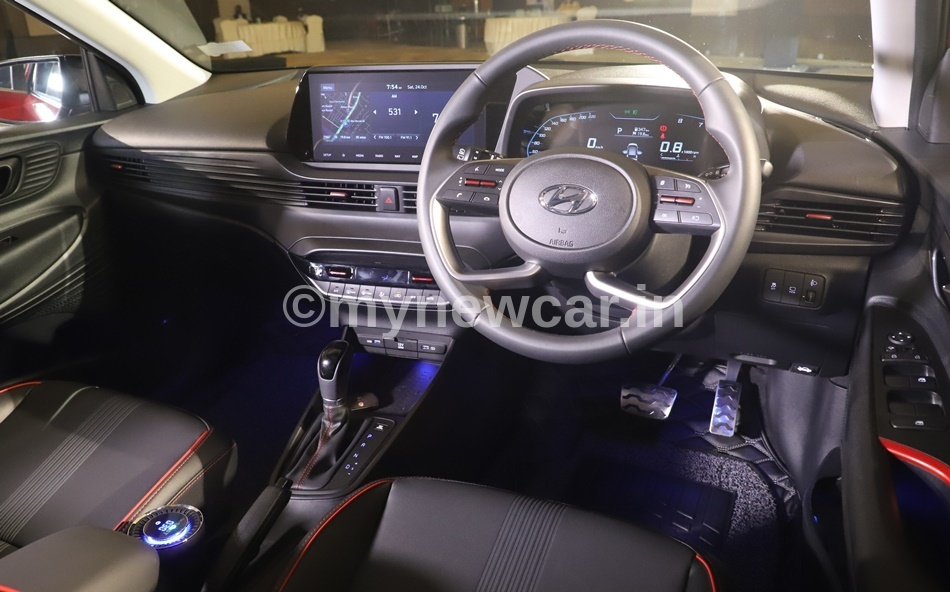 New Hyundai i20 2020 interior features review
