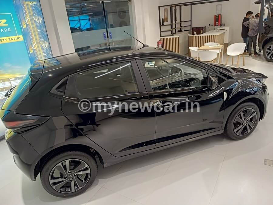 Tata Altroz Dark edition first review