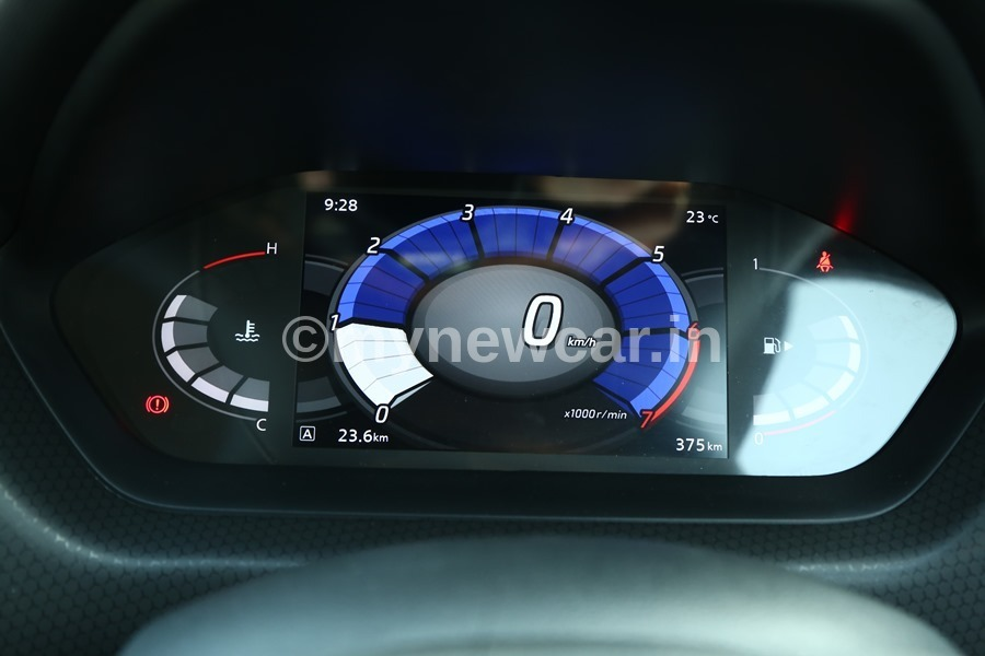 Nissan Magnite CVT Automatic Review - Mileage, Performance