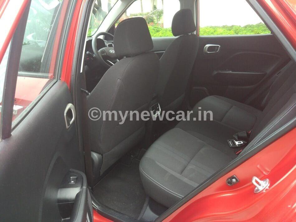 Nissan Magnite vs Hyundai Venue vs KIA Sonet rear space