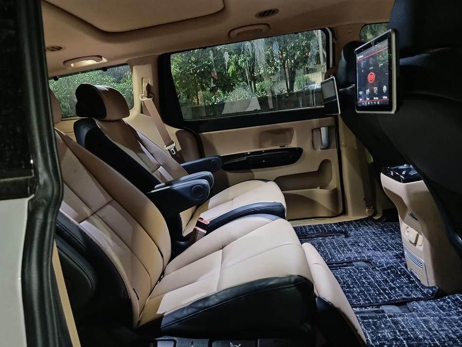 kia carnival interior rear seat