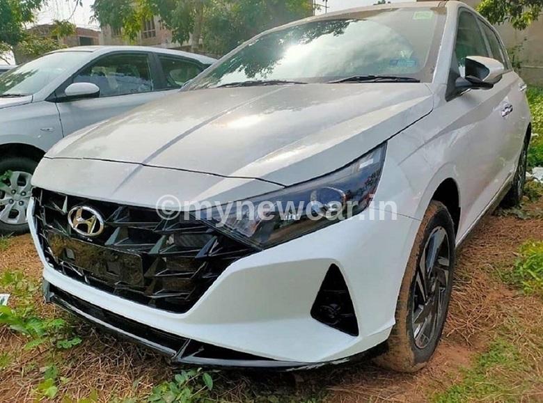 new-hyundai-i20-spotted-india-exterior-white-mynewcar
