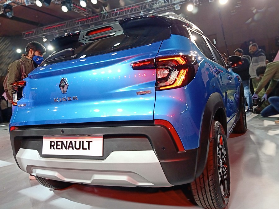 renault-kiger-blue-rear