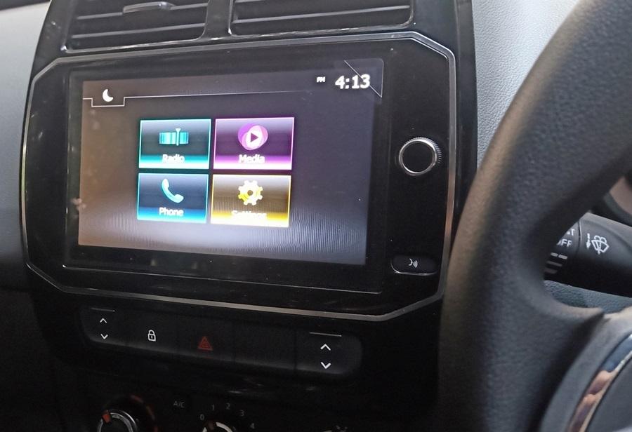 renault-kwid-touchscreen