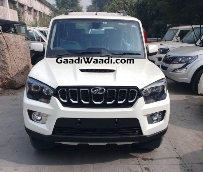 Mahindra Scorpio facelift spotted testing