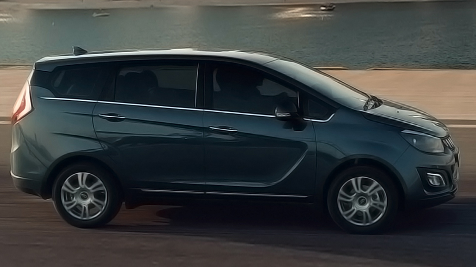 Mahindra Marazzo Comparison with Top 3 Rivals: Which One Should You Buy?