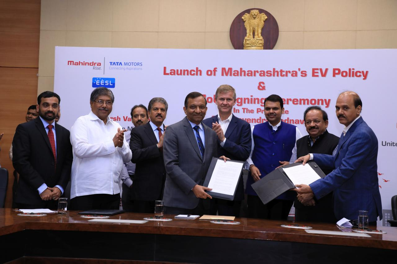 Mahindra & Tata Motors to Roll out 1000 Electric Vehicles in Maharashtra