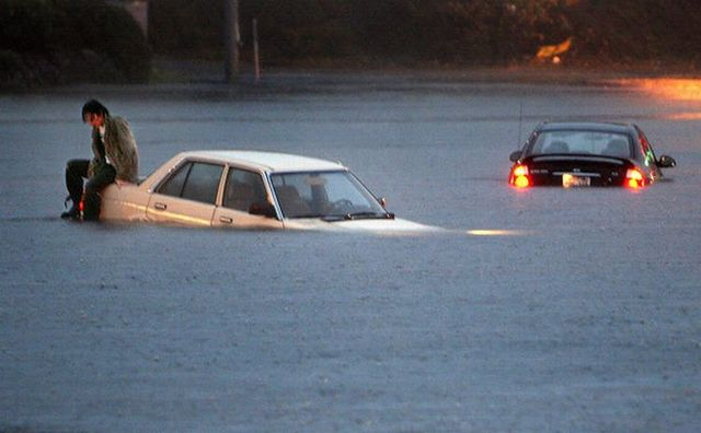 What to do when you are trapped inside a car during floods