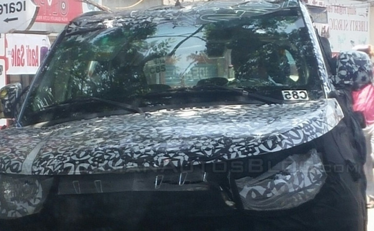 Mahindra S101 spied again with chrome grille