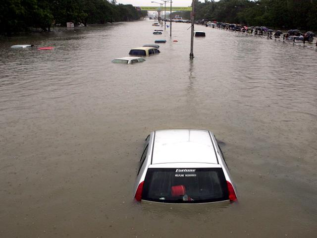 Important things to know to claim insurance for a flood damaged car