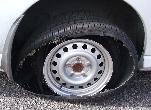How to handle tyre burst/blowouts on highways